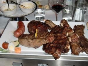 piatti con ottima carne offerti al ristorante argentino el Porteno via Elvezia 4 -Milano