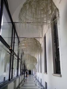 Lampadari in fibre vegetali nei chiostri delle Stelline - C.so Magenta 63 che ha ospitato l evento