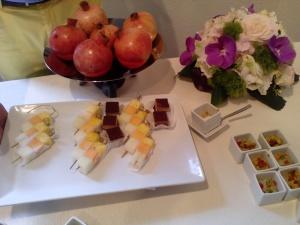 specialità omanite spiedini di frutta e dolci della tradizione locale