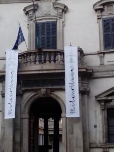 Archivio di Stato (ex Palazzo del Senato). Al suo interno la moderna location che ha accolto gli ospiti al termine della sfilata in via Montenapoleone