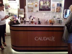 Il marchio francese Caudelie si presenta in via Fiori Chiari a Milano